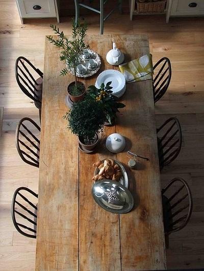 Rustika möbler från återvunna material behöver inte vara tråkiga. Bild: BAUD